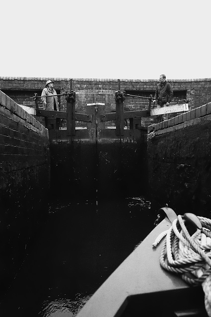 Working the locks on the Staffordshire and Worcestershire canal 4