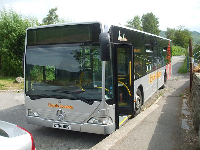 DSCF0369 Lloyd's Coaches, Machynlleth KT04 BUS