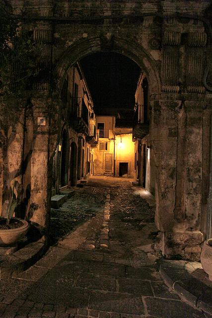 Noto bei Nacht - Altstadtgasse