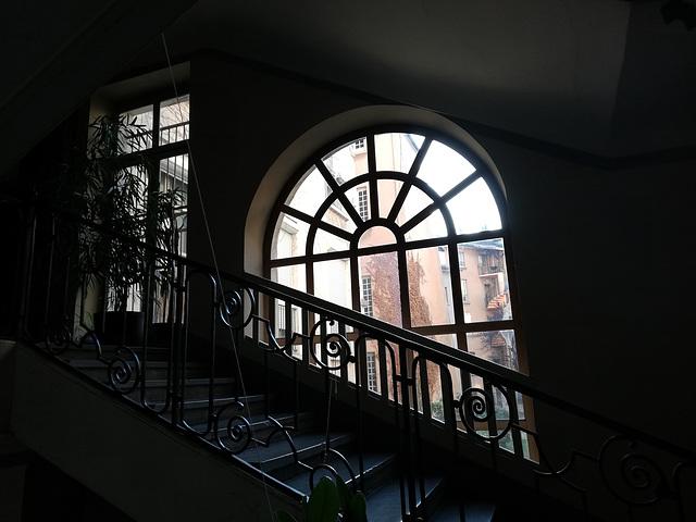 Cage d'escalier , passage obligé ...