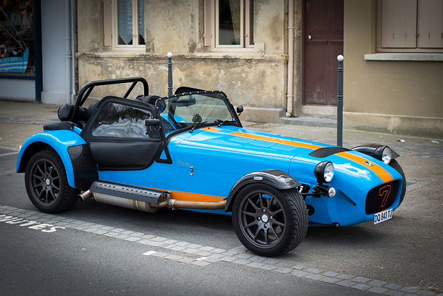 7 Blue car