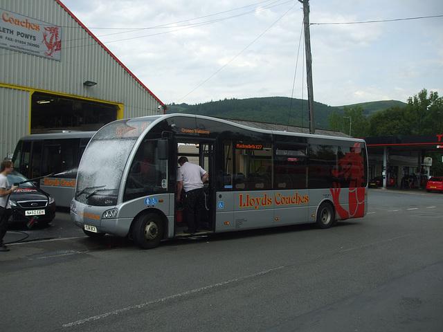 DSCF0363 Lloyd's Coaches, Machynlleth YJ14 BCX