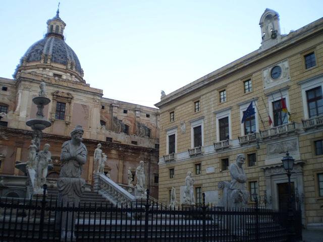 Pretorian Fountain, Sainte Catherine Church and Palace of the Senate.