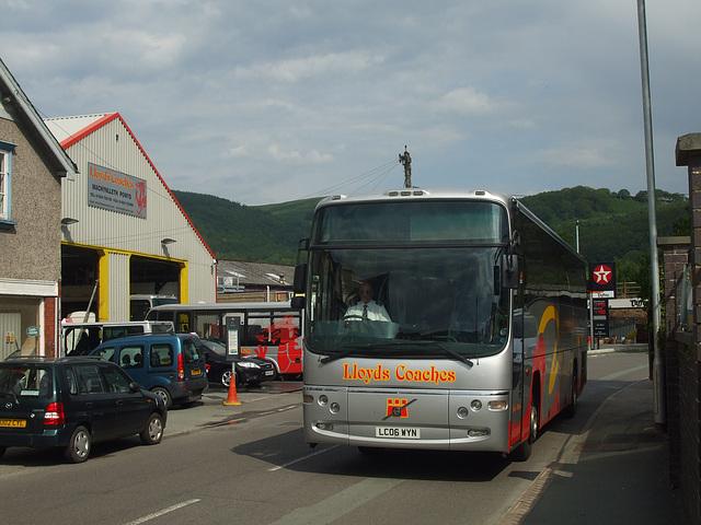 DSCF0373 Lloyd's Coaches of Machynlleth LC06 WYN
