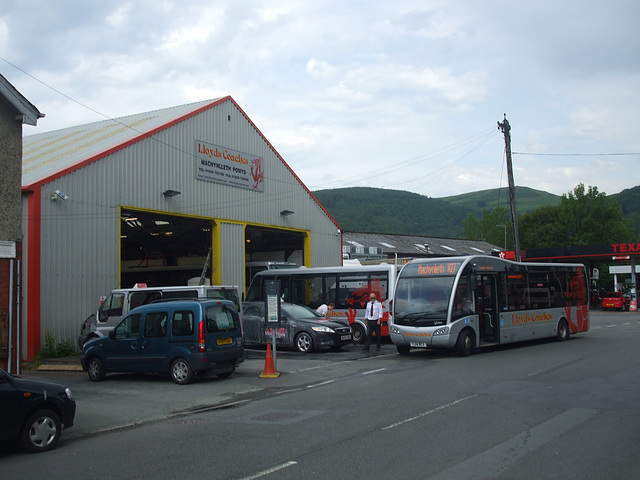 DSCF0362 Lloyd's Coaches garage in Machynlleth
