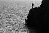 Silhouettes en bord de mer.
