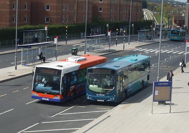 DSCF9039 - Luton Station Interchange 30 April 2015