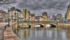 BELFORT: Le pont Carnot la savoureuse, la place Corbis à gauche.