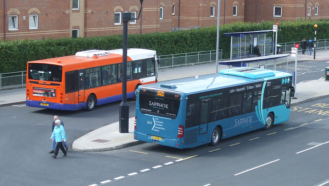DSCF9041 - Luton Station Interchange 30 April 2015