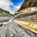 Strati di marne calcaree nel greto del torrente Mozzola