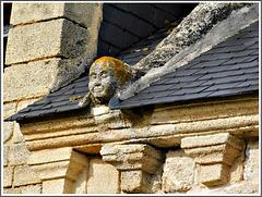 la Sècherie (Saint-Maden) - Détail : corniche et crossette de pignon