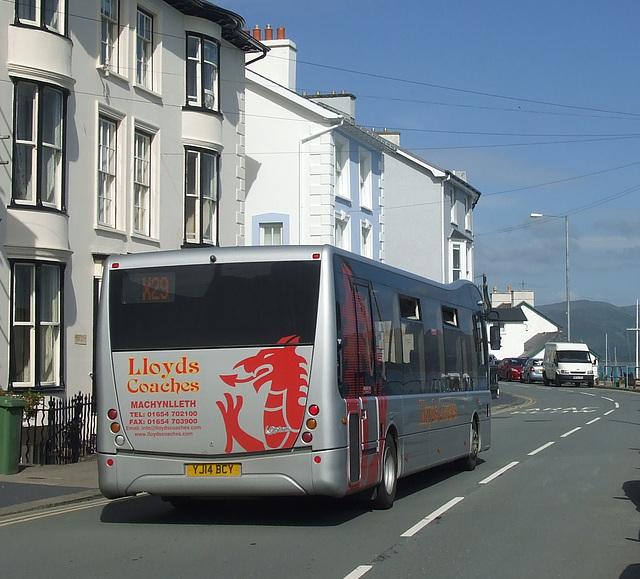 DSCF0296 Lloyd's Coaches, Machynlleth YJ14 BCY