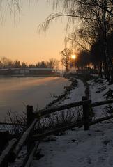 - Le Quesnoy - Soleil couchant sur l'étang du Pont rouge . LE  QUESNOY . Hauts-de-France .