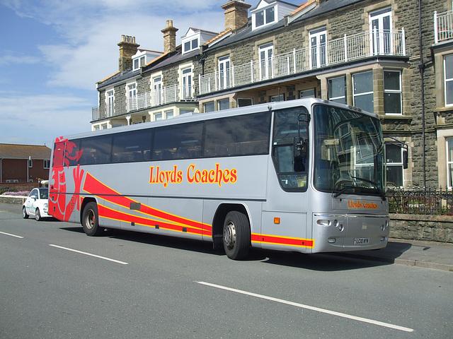 DSCF0287 Lloyd's Coaches, Machynlleth LC10 WYN