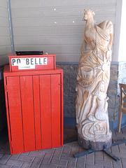 Poubelle et sculpture / Sculpture and trash