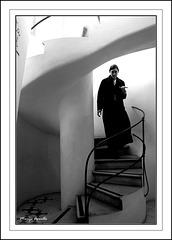 LA ESCALERA DE CARACOL (The Spiral Staircase)