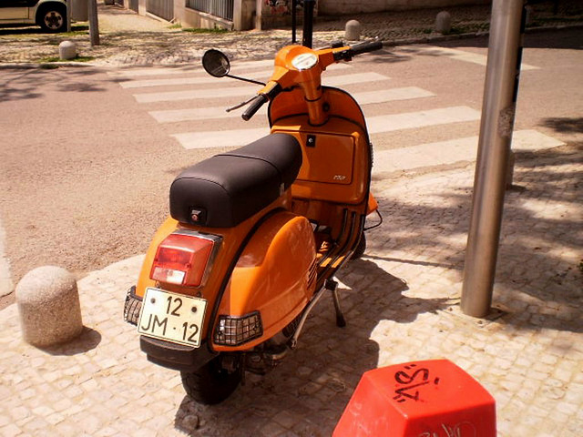Vespa 150 (2010).