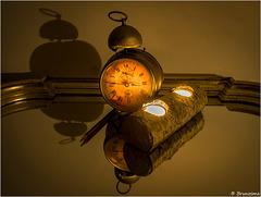 Vecchio orologio, tempo attuale.
