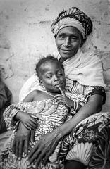 au Sénégal : le sourire de la mère...