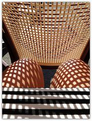 Lady Anony's squared knees / Les genoux quadrillés de Dame Anony