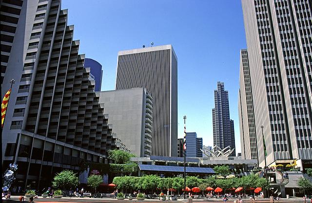"""San Francisco - """"One Embarcadero Center"""" 1986"""