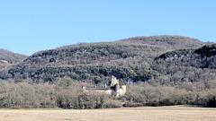Verna (38) 23 février 2014. Le château et les collines de l'Isle-Crémieu.