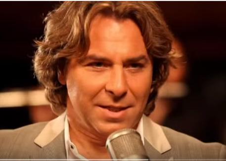 Roberto Alagna chante : Piensa en Mi