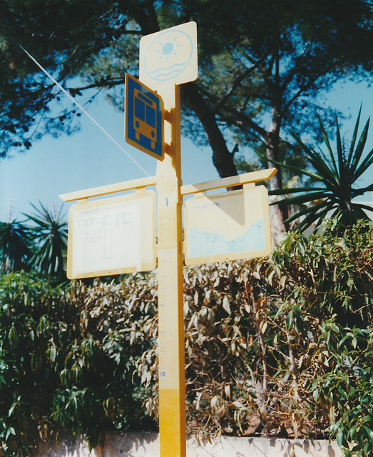 Catalina Marques bus stop - 27 Oct 2000