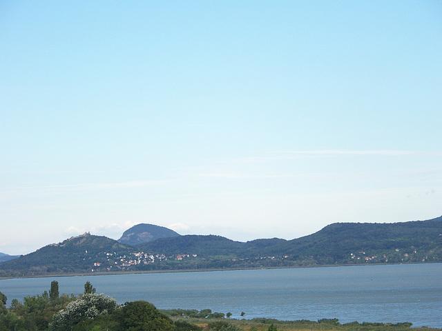 Vido al norda bordo de la lago Balaton