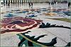 AbuDhabi : ecco una foto del mosaico del grande piazzale esterno