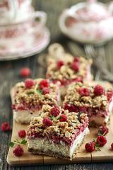 Kaerajahuga marja-kohupiimakook / Berry and curd cheese cake with oatmeal
