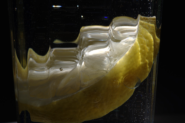 Lemon slice in a glass of water (PiP)