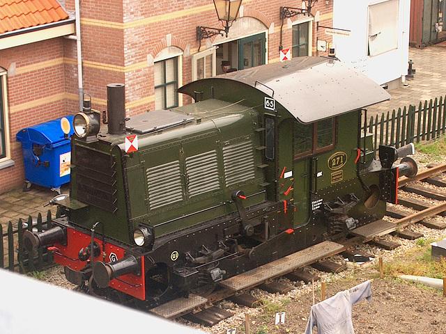 NS locomotor 271 bij station Hoorn (SHM)