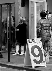 Paris - le plus vieux métier du monde en  déstockage ?