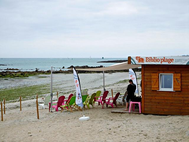 lecture et détente à la plage