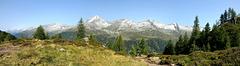 Panoramablick vom Rötkreuz auf die gegenüberliegende Talseite des Ahrntals