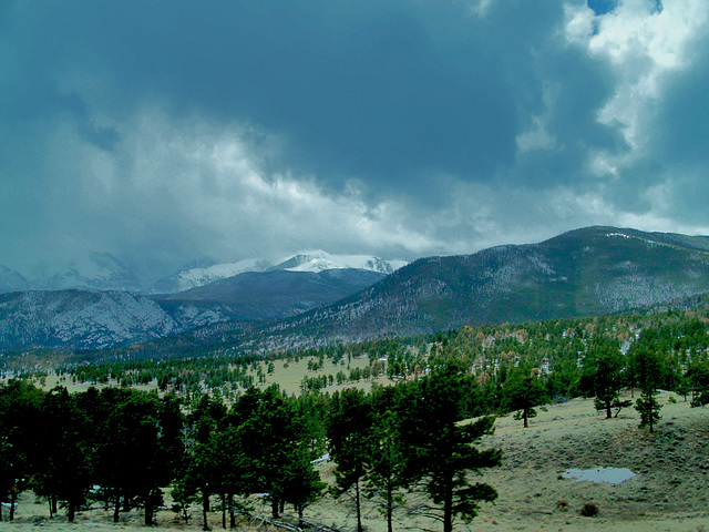 Snow over the mountains in Moraine Park.