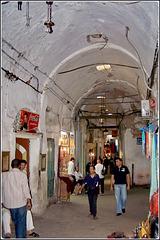 Tunisi : una galleria del souk della Medina
