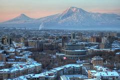 Erevan, capitale de l'Arménie, au fond le Mont Ararat - Ձմռան Երեւանը