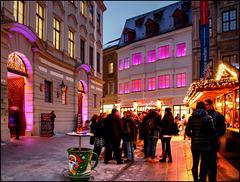 Ein kleines Tässchen Glühwein macht die Welt rosarot! - A small cup of mulled wine makes the world pink!