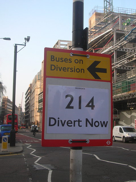 DSCN0124 London bus diversion sign - 3 Apr 2013