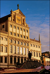 ...sehen sie das Rathaus in schönstem Licht - see the town hall in the most beautiful light...