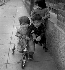 Smiles with a broken down Tricycle. - Perú with 3 PIPs