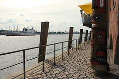 HFF: Am Elbspeicher im Hamburger Hafen