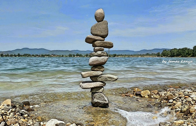 Stone balance art from Hungary by tamas kanya