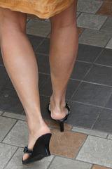 her legs (F)