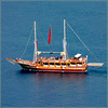 Alanya : una bella barca per portare i turisti a spasso per il mare