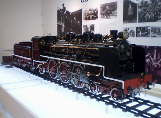 Model of steam locomotive Pacific 1501.