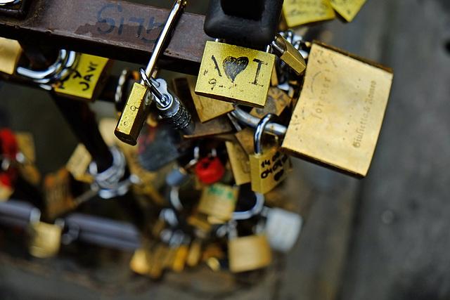 Florence Ponte Vecchio 9 Benvenuto Cellini XPro1