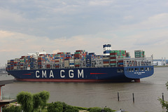 Containerriese CMA CGM JEAN MERMOZ
